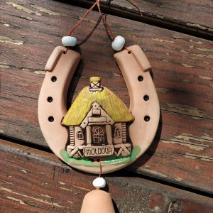 Pottery souvenir Horseshoe with a yellow roof house